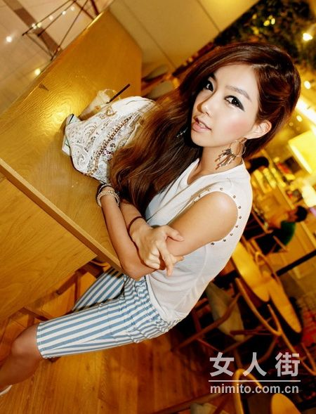 韩国流行服饰:7月性感穿搭配